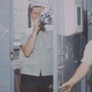 Operatore della telecamaera nascosca in procinto di nascondersi all'interno della TeaRoom
